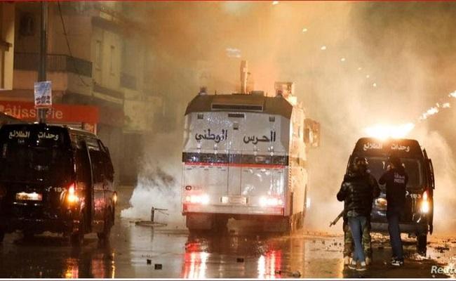رئيس الحكومة التونسي يشيد بالغضب الشعبي