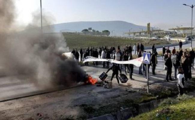 عمال الشركات الكبرى بالجزائر يتظاهرون بسبب عدم تلقي أجورهم