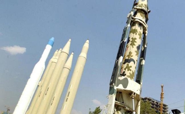 الحرس الثوري يعرض صواريخ باليستية