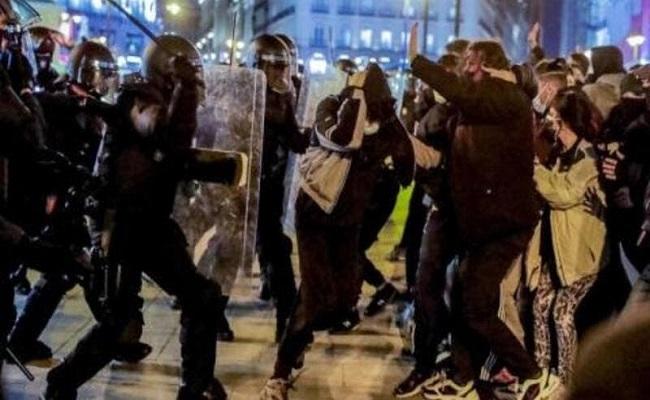 إسبانيا تشهد ليلة أخرى من أعمال الشغب