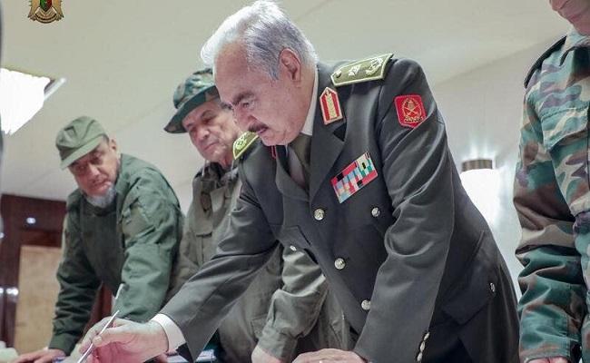 حفتر يحدد موقفه من الحكومة الليبية