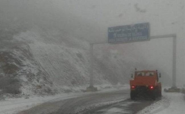 قائمة الطرق مغلوقة بسبب الثلوج