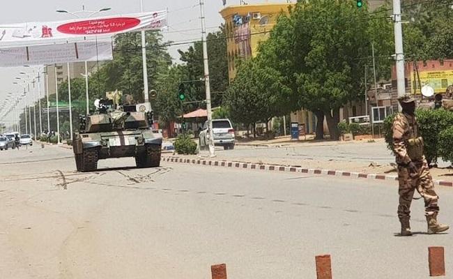 الجيش التشادي يحل الحكومة والبرلمان ويغلق الحدود