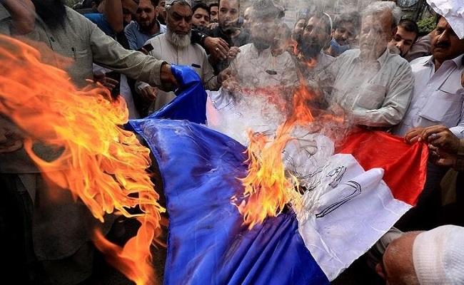 البرلمان الباكستاني يناقش طرد السفير الفرنسي