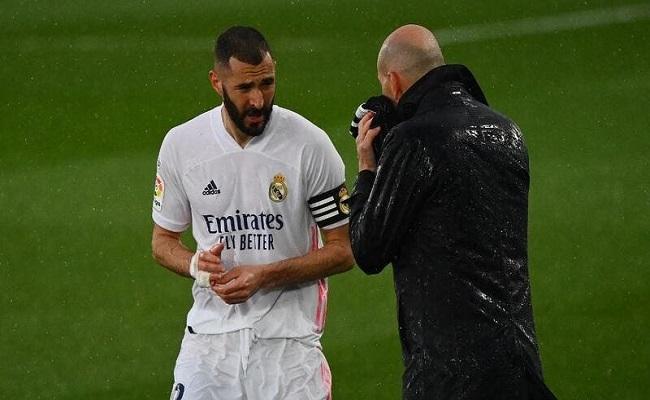 أتمنى بقاء بنزيمة مع ريال مدريد...