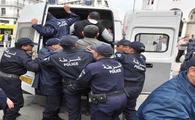 فضيحة في الجزائر الدولة (المسلمة العربية ) تم محاكمة 120 معتقل بسبب تعاطفهم مع فلسطين