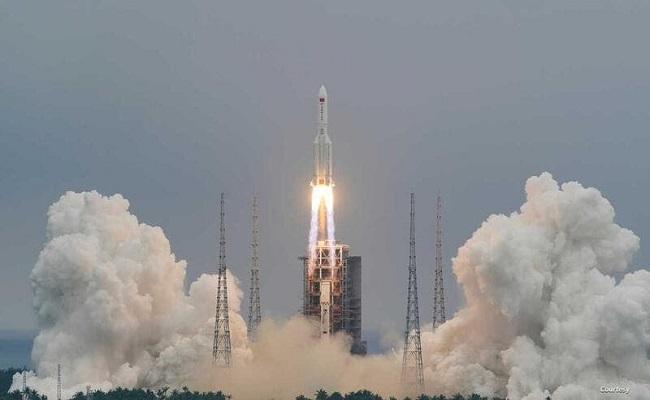 العالم يترقب موعد ومكان سقوط الصاروخ الصيني