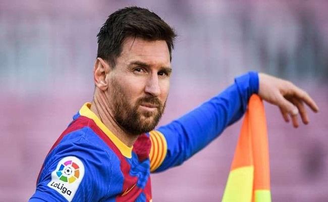 ميسي يقرر البقاء مع برشلونة...