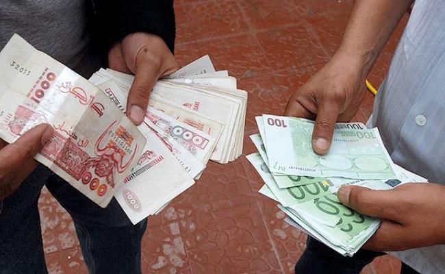 انخفاض الطلب على المحروقات الجزائرية يسرع من انهيار الدينار