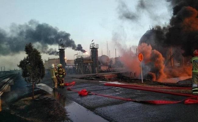 النيران تلتهم عشرات خزانات النفط الإيرانية