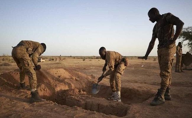 مقتل 100 مدني في هجوم مسلح على قرية بوركينا فاسو