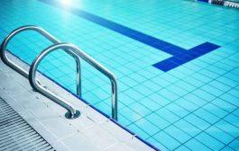 كيف تحمون أنفسكم من فيروس كورونا في برك السباحة؟