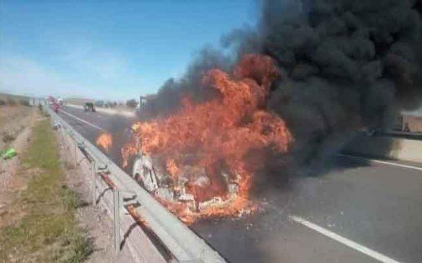 وفاة شخص تفحما و إصابة إثنين آخرين في حادث احتراق سيارة بسيدي بلعباس