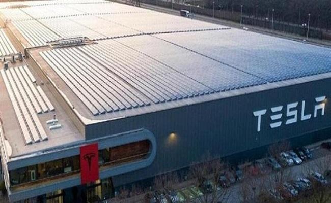 تيسلا ستنتج أول سيارة من مصنع ألمانيا...