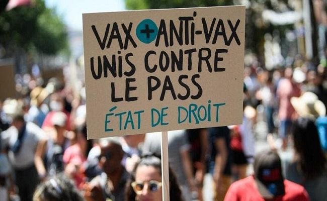 مظاهرات ضد الإجراءات الصحية الجديدة بفرنسا