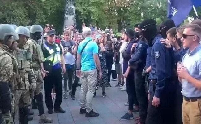 عشرات الجرحى خلال مسيرة للمثليين في أوكرانيا...