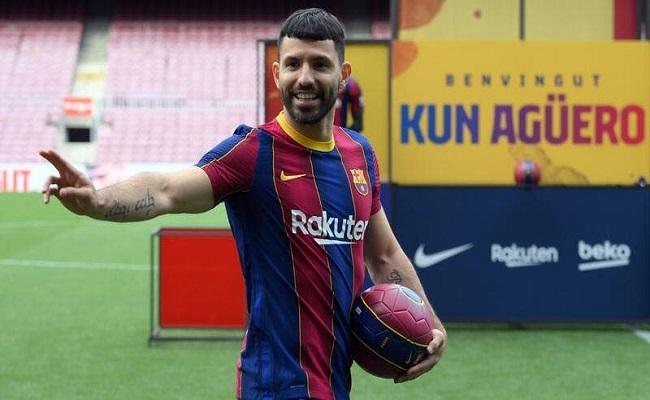 الإصابة تبعد أغويرو عن برشلونة...