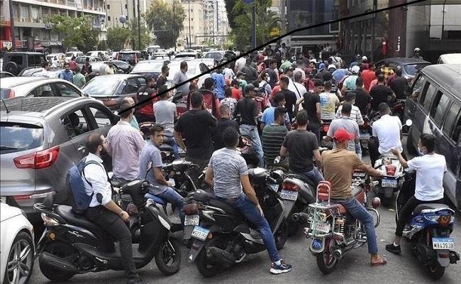 معارك دامية في محطة وقود بلبنان