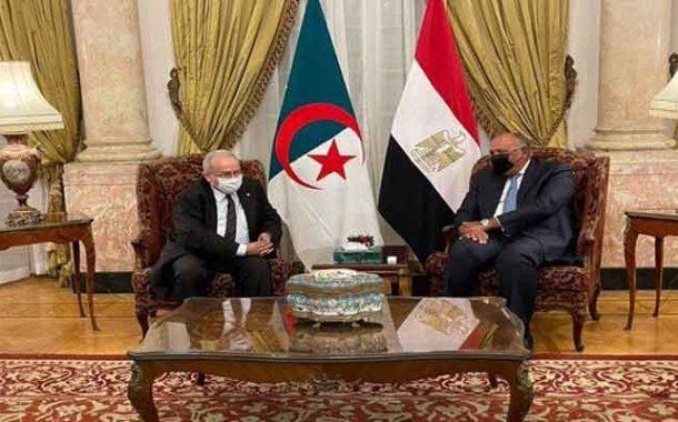 لعمامرة و نظيره المصري يستعرضان علاقات التعاون و آفاق تعزيزها