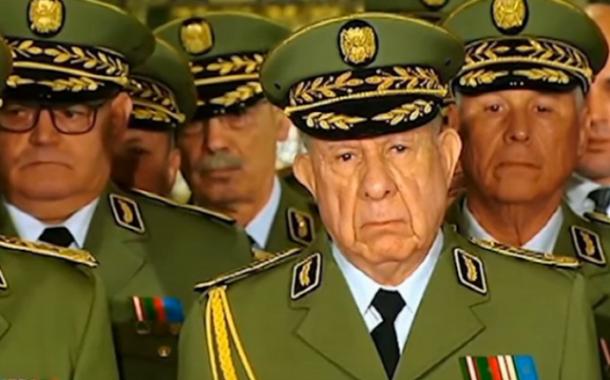 الجنرالات ينومون الشعب الجزائري عبر نظرية المؤامرة