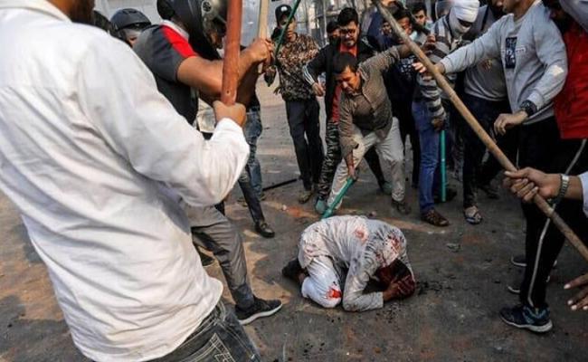 الهند تشن حملة اعتقالات عنصرية في صفوف مسلمي كشمير
