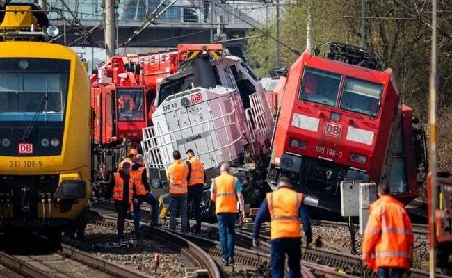 تصادم قطار ركاب وشاحنة في روسيا