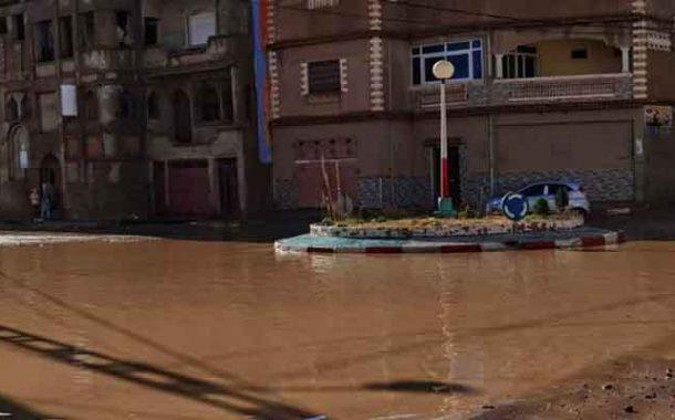 الأمطار الطوفانية تضرب بلدية مازونة في غليزان و تشل الحركة