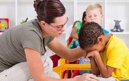 ما هي الاضرار التي يسبّبها تخويف الطفل على نفسيته؟